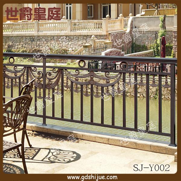 现代户外栏杆逐渐从铁艺栏杆向铝艺栏杆靠拢